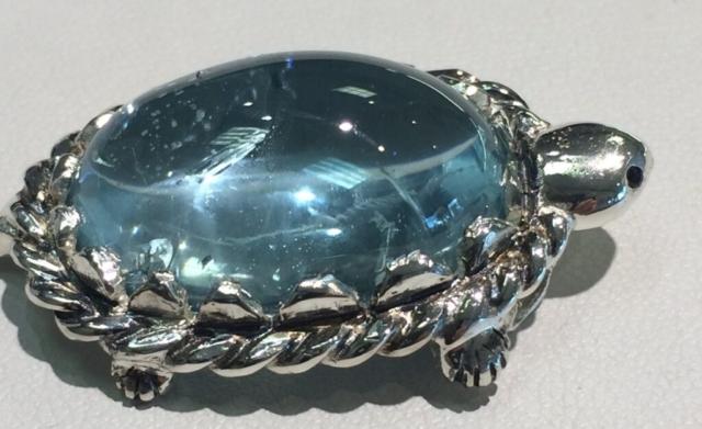 White Gold Sliding Aquamarine Turtle pendant with Sapphire eyes